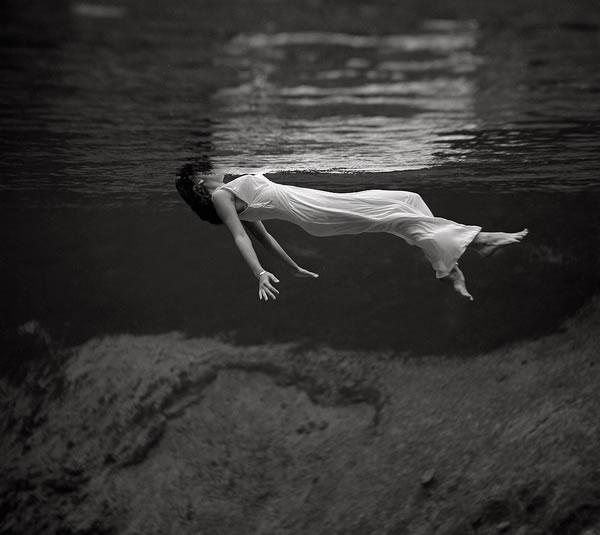 24-zena-pod-vodou