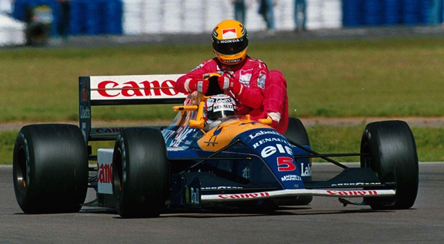 Race winner Nigel Mansell (GBR) Williams FW14 carries back to the pits fourth place finisher Ayrton Senna (BRA) McLaren, who ran out of fuel on the final lap.