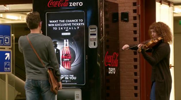 reklama-coca-cola-listky-na-skyfall-007-title