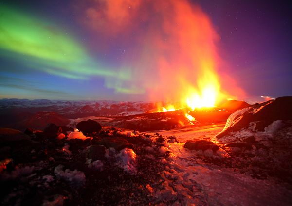 national-geographic-travel-photo-14-aurora-borealis-iceland