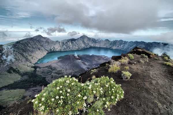 national-geographic-travel-photo-23-mount-rinjani-lombok