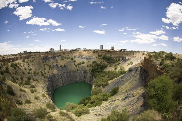 national-geographic-travel-photo-26-big-hole-northern-cape