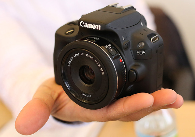 Canon EOS 100D najmenšia zrkadlovka na svete