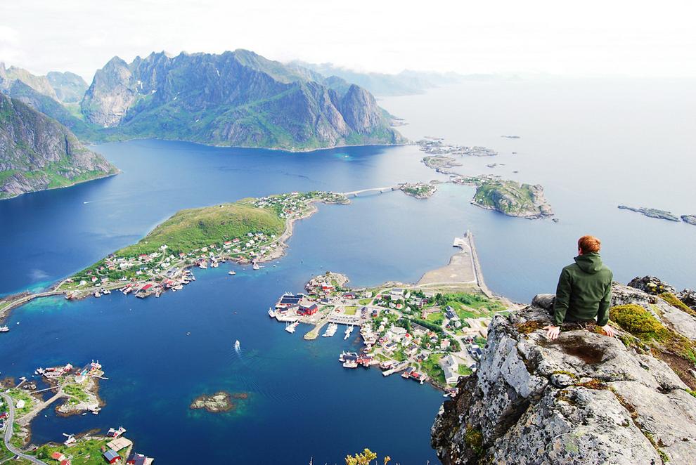 mesto z vtacej perspektivy 10 - mount reinebringen norsko