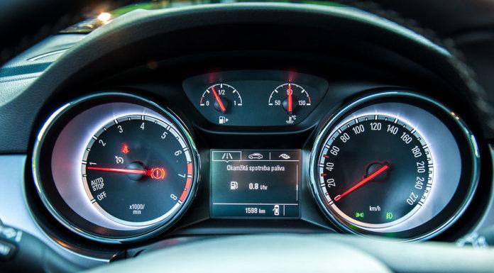 Opel Astra K tacho