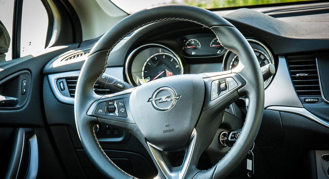 Opel Astra K volant